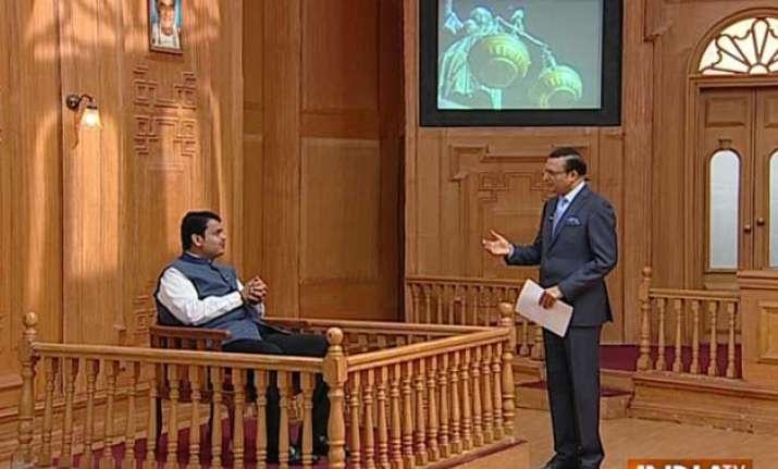 sena bjp govt will run for 5 years fadnavis tells aap ki