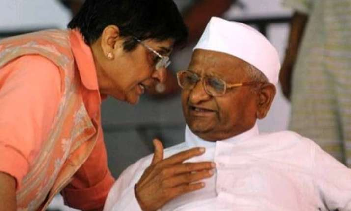 phoned anna hazare several times but could not talk kiran