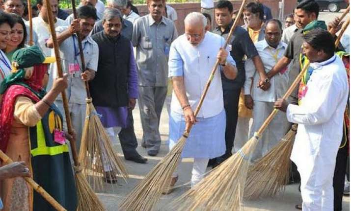 pm modi invites 9 eminent personalities to join clean india