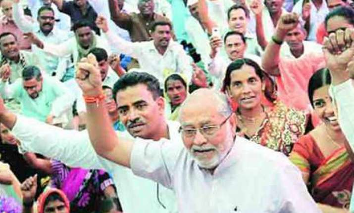 pm narendra modi s brother prahlad protests against pds