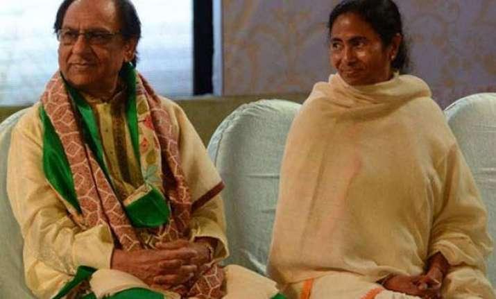 mamata banerjee draws flak on twitter for hosting ghulam