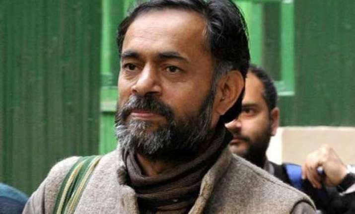 sign of a truce in aap senior leaders meet yogendra yadav