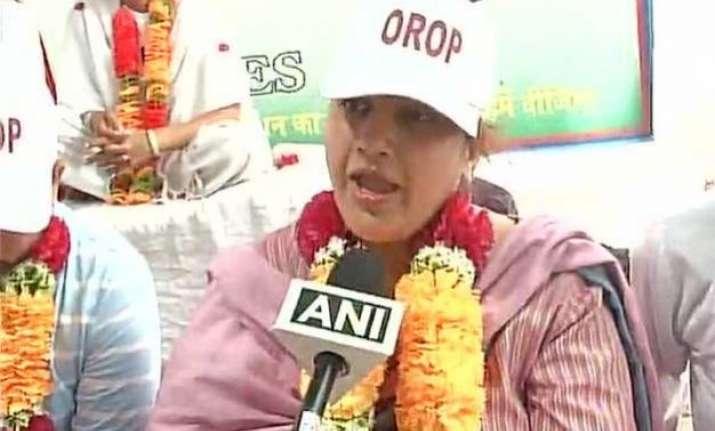 union minister v k singh s daughter joins orop protest