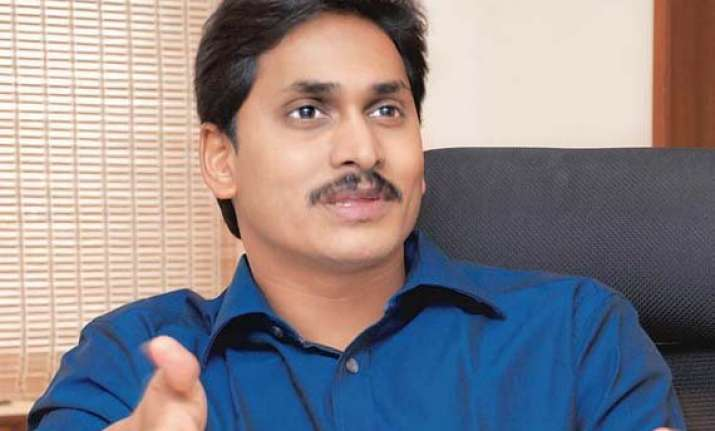 jagan visits cracker blast site meets injured labourers