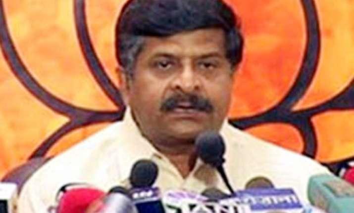 ravishankar demands recall of karnataka governor