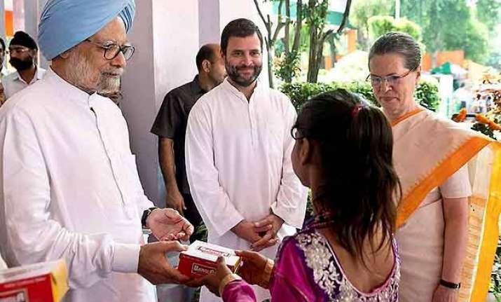 rahul sonia silent but congress slams pm modi s i day speech