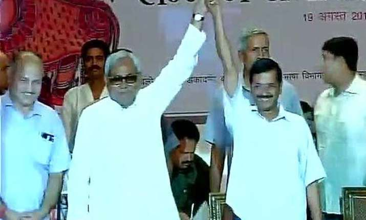 nitish shares dais with kejriwal reminds pm modi of bjp s