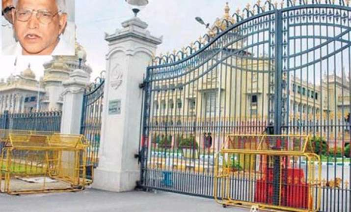astrologers force karnataka cm to keep assembly doors