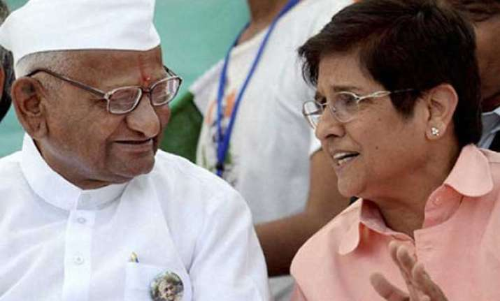 anna hazare remains silent on kiran bedi says don t want to