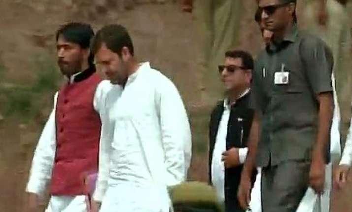 rahul gandhi meets pak firing victims in j k