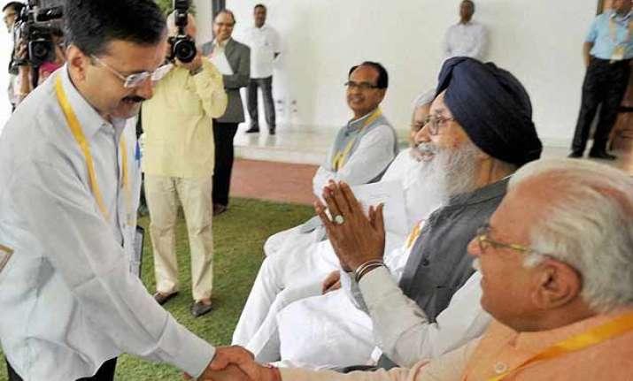 arvind kejriwal opposes land bill meddling in delhi affairs