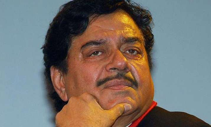 bihar polls shatrughan sinha casts vote keeps away from