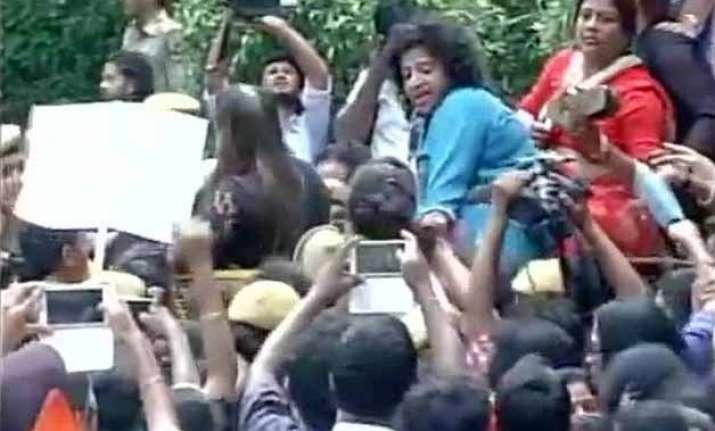 mahila congress protests against modi government
