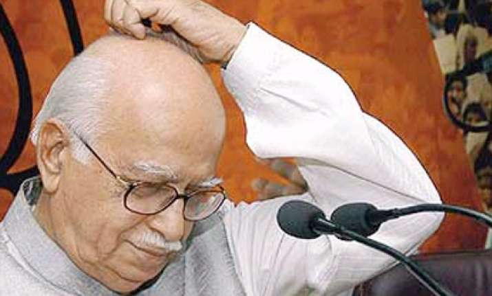 advani slams upa govt for rising prices corruption