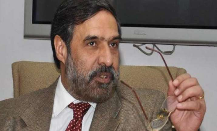 govt brings up anand sharma s letter to check congress
