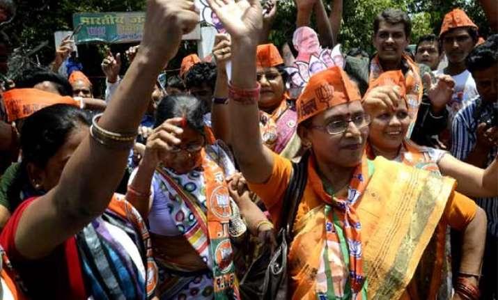 delhi polls bjp organises magic shows to woo voters