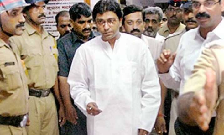raj thackeray warns multiplexes not showing marathi films