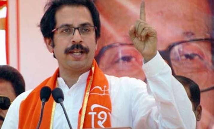 uddhav thackeray felicitates shiv sena workers who attacked