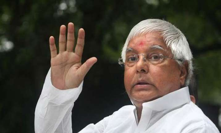 lalu invites manjhi for joint fight against bjp jd u upset