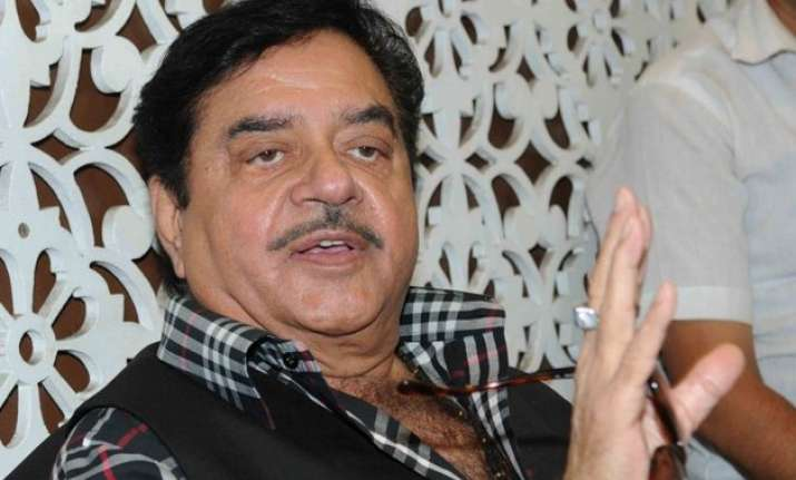 shatrughan sinha takes a dig at pm modi great advisors on