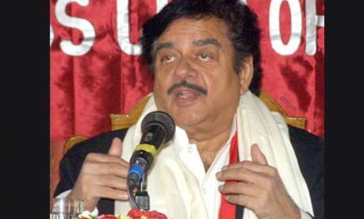 shatrughan finds vacuum at the top in the party