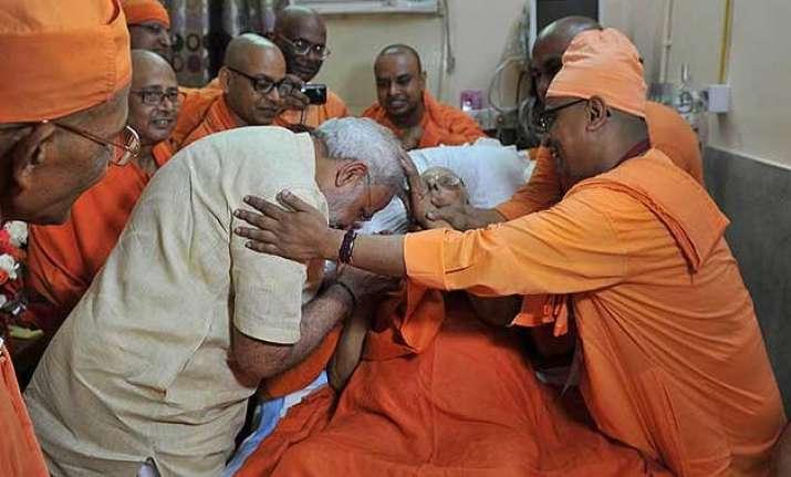 pm modi meets ailing guru in hospital