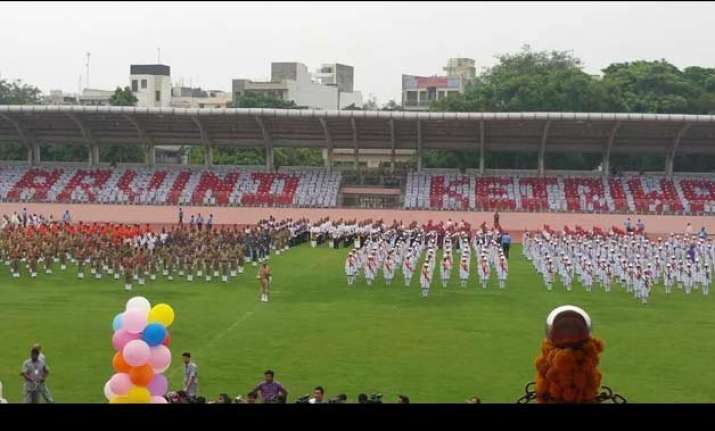 arvind kejriwal faces flak after students display his name