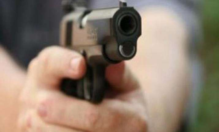 sena worker shot dead near pune