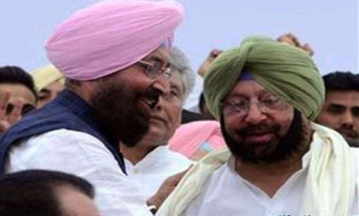 daggers out in punjab congress signature campaign against