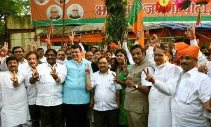 maharashtra bjp legislators meeting likely on monday