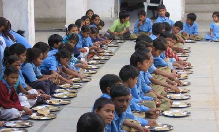 essay on mid day meal Mid day meal programme reffers to the programe inntroduced in all the government elementary schools to provide the children with cooked lunch it was first introduced.