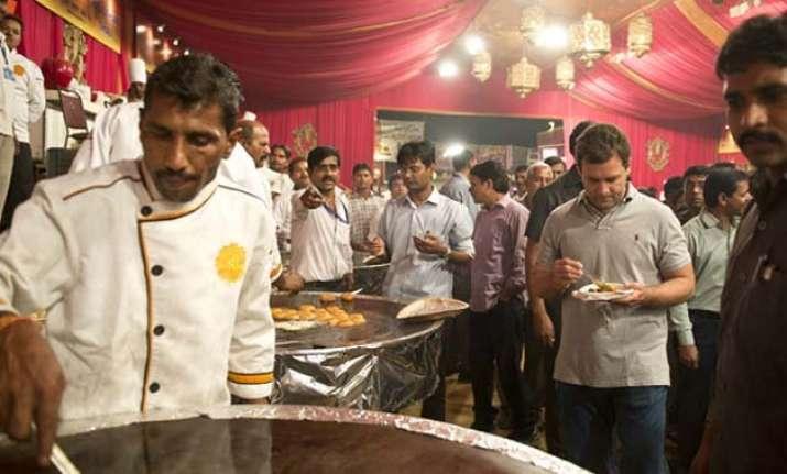 rahul gandhi visits red fort ramlila enjoys delicacies