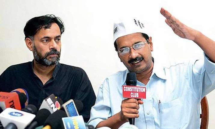 delhi cm kejriwal condemns police action on yogendra yadav