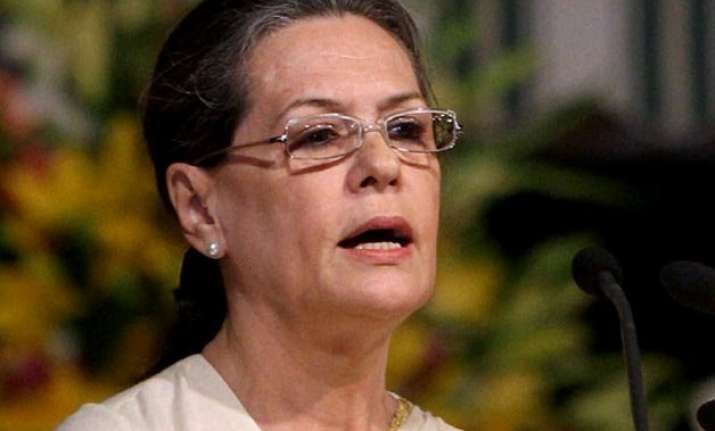 sonia concerned over continuing maoist attacks in