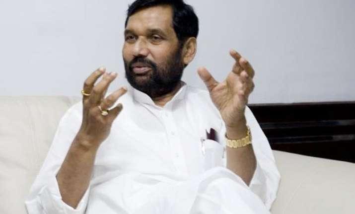ramvilas paswan demands president s rule in bihar for free