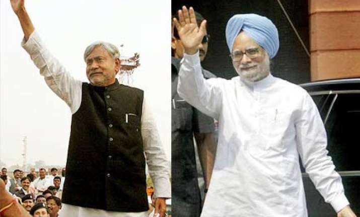 manmohan makes veiled attack on nitish
