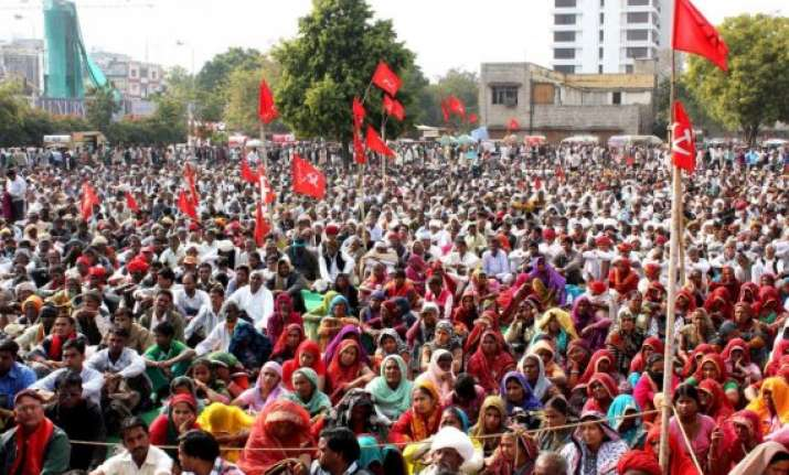 cpi m cpi spar over split in indian communist movement