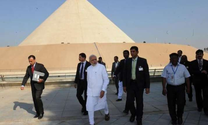 pm modi dedicates salt mountain memorial to mahatma gandhi