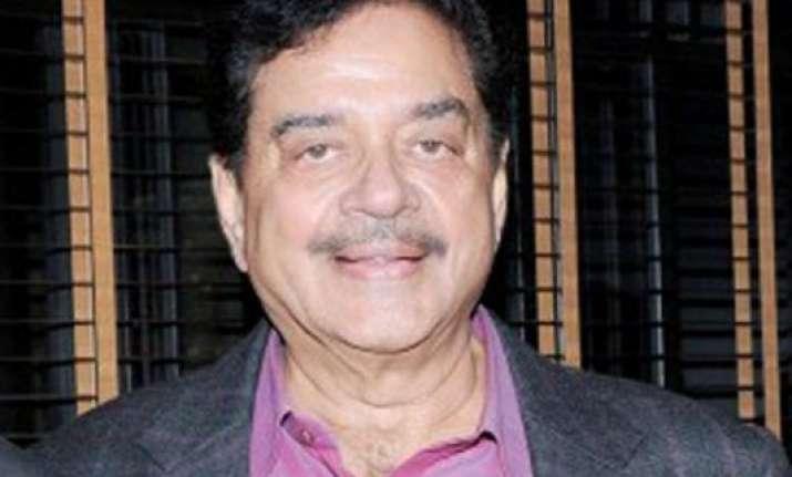 shatrughan sinha praises narendra modi for swachh bharat