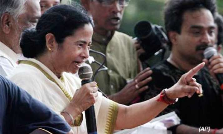mamata banerjee s convoy hit by lorry in east midnapore