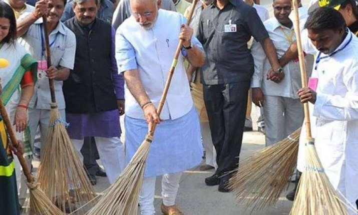 in pics narendra modi launches swachh bharat abhiyan