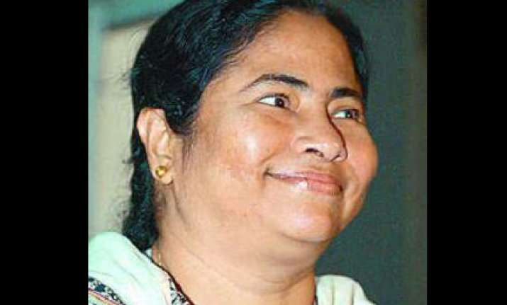 mamata lauds rahul gandhi for travelling in chair car