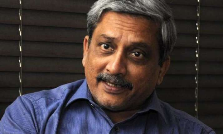 parrikar accuses bombay high court of land grabbing
