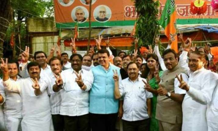 bjp legislature party to meet in mumbai today