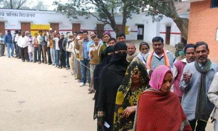 maharashtra polls a pre poll survey gives bjp allies 154