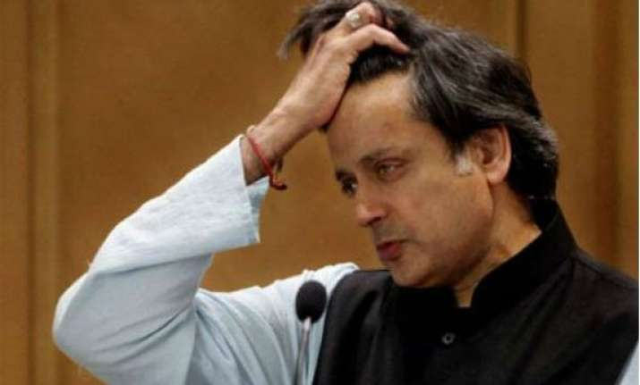 congress daily takes potshots on tharoor for praising modi