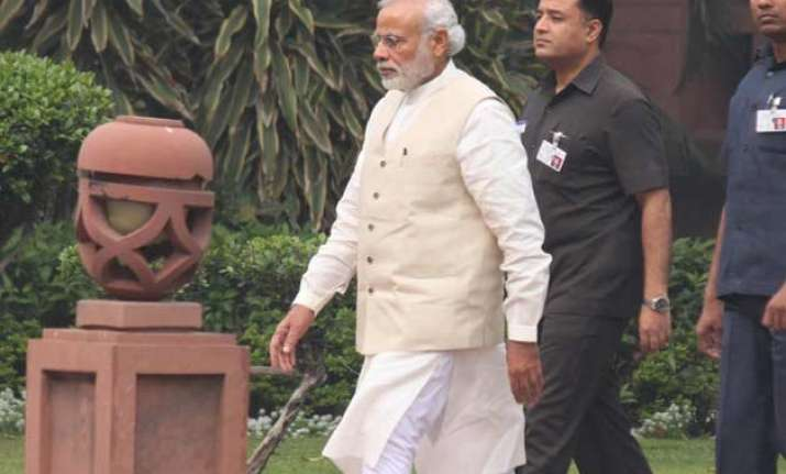 modi government wooing regional parties on land bill