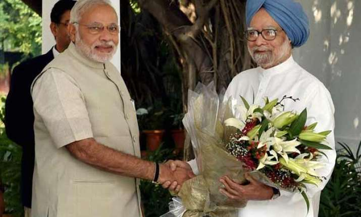 narendra modi vs manmohan singh 1 year spot the differences
