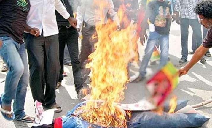 abam burns effigy of raghuvar das