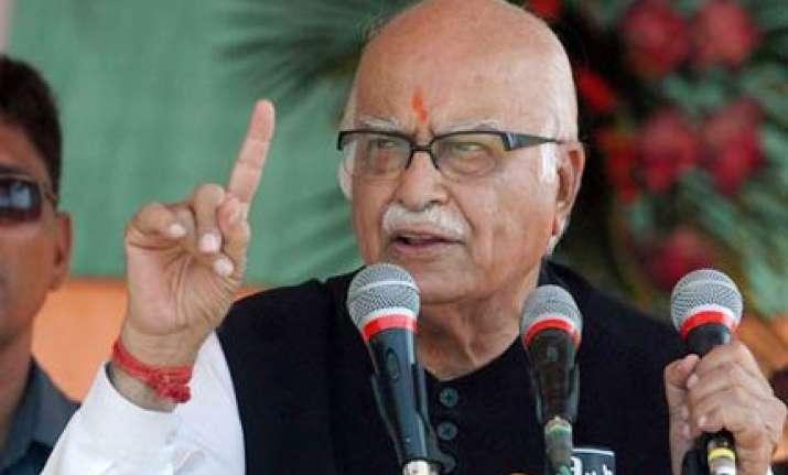 advani praises narendra modi while campaigning in bihar